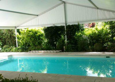 Opnieuw betegelen van een zwembad